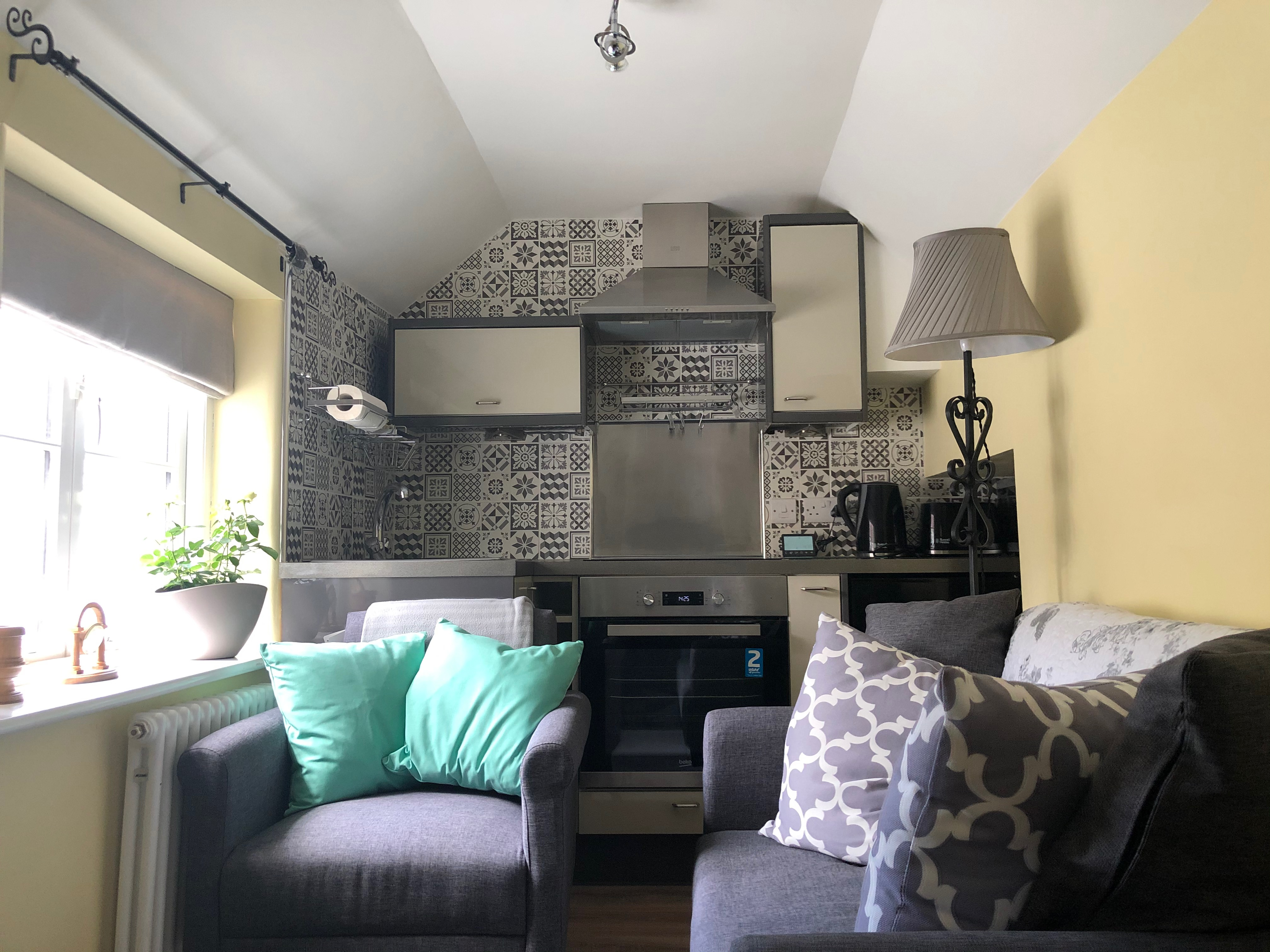 Sitting room / kitchen pic a