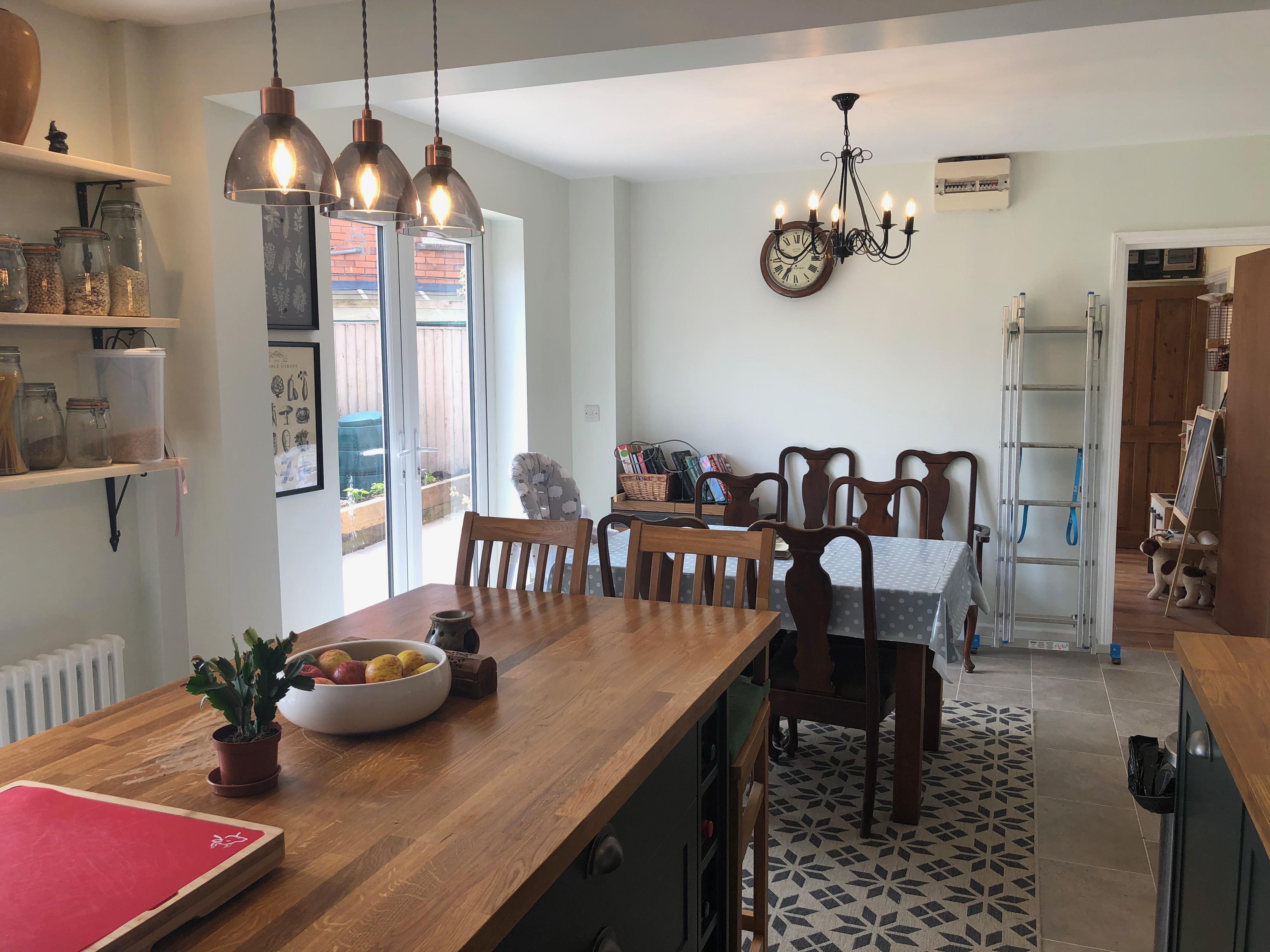kitchen/breakfast room pic C